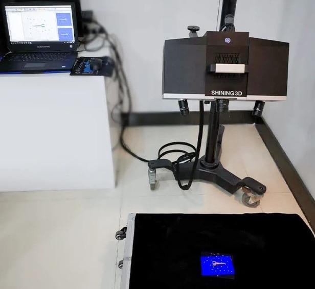 Preparazione della scansione 3D di oggetti metallici piccoli e scuri con V-GER